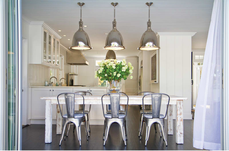 Coastal style lighting democraciaejustica classy coastal look with hampton style kitchens mozeypictures Image collections