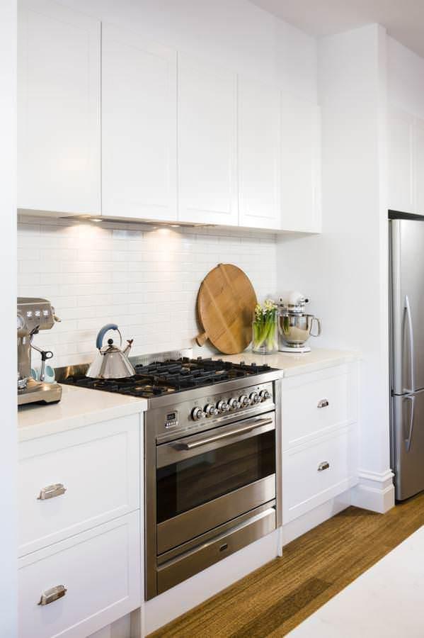 Get classy coastal look with hampton style kitchen designs for Hampton style kitchen designs