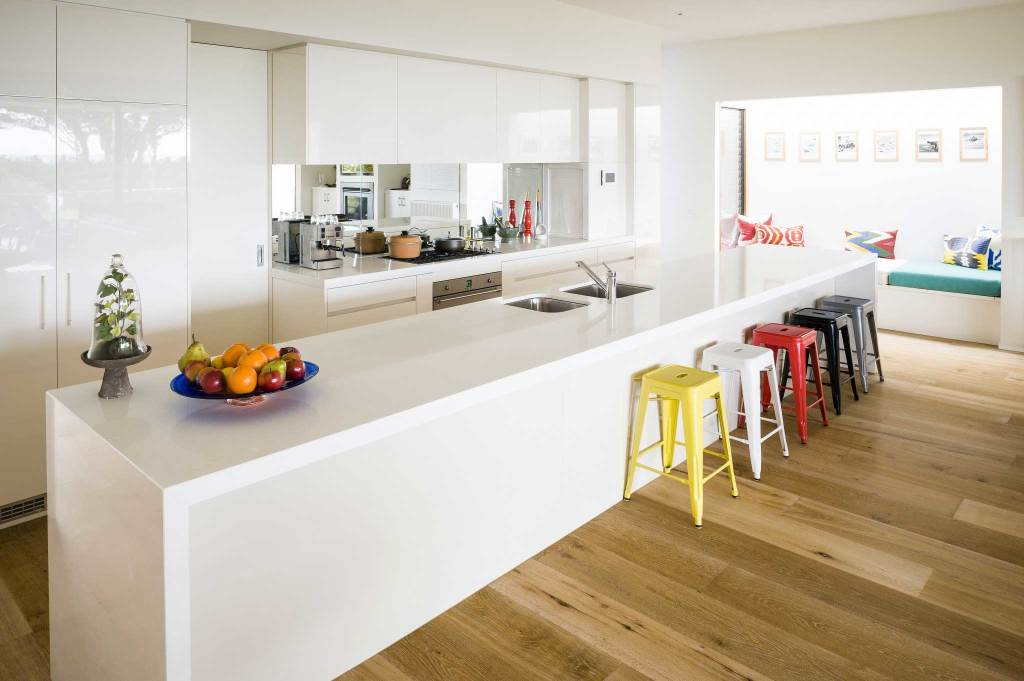 Modern Kitchen predominantly white in Sorrento