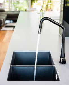 kitchen-elwood-dark-sink